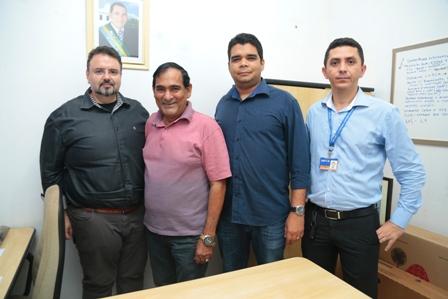 Prefeito Josemar Sobreiro com representantes da Caixa Econômica