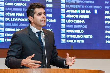 Adriano pede informações sobre  todas as obras iniciadas em cada município na gestão anterior e as que ainda serão feitas pelo governo atual