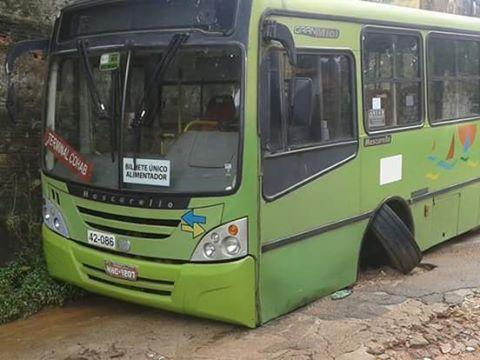 Ônibus da linha Popular/Ipase quebrou o eixo durante viagem