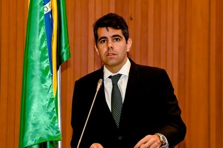 Adriano criticou a liberação seletiva de emendas parlamentares, beneficiando grupos políticos de uma região em detrimento de outros grupos