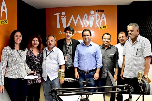 Prefeito Edivaldo com os secretários de Comunicação, Conceição Castro, e de  Obras, Antônio Araújo, e profissionais de imprensa
