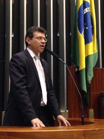 Deputado João Marcelo foi à tribuna acusar Flávio Dino de perseguir adversários políicos