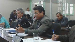 Armando Costa aponta problemas decorrentes da ausência de rede de esgoto