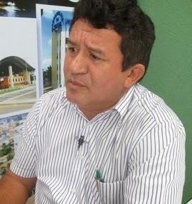 Prefeito Evando Viana de Araújo nomeou irmão, genro e esposa