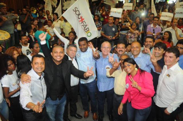 Fábio Câmara com o seu candidato a vice, coronel Flávio de Jesus, o deputado federal Hildo Rocha e apoiadores da sua campanha