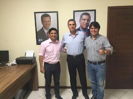 Wellington e Fufuca entre o presidente estadual do PSD, Cláudio Trinchão: mais um apoio selado