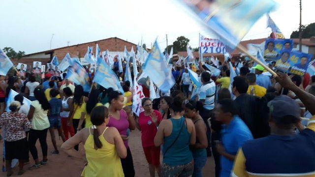 Com bandeiras e cartazes, centenas de militantes marcharam em apoio a Josemar Sobreiro