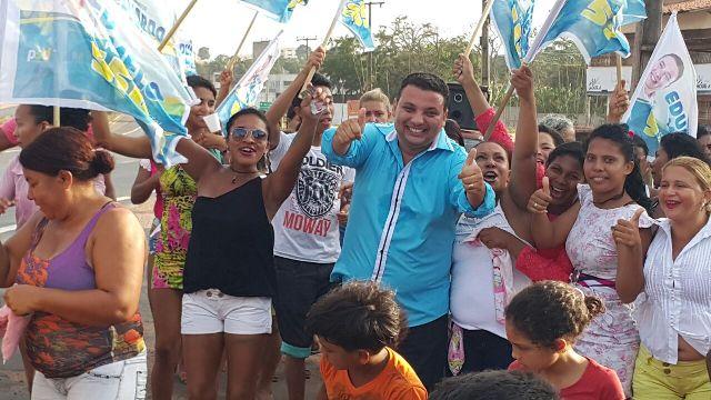 Eduardo Melo em uma das dezenas de comunidades onde foi bem acolhido na campanha a vereador