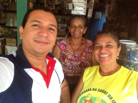 Neto com sua mãe, Kátia Cilene, e sua avó, Fátima, que têm histórias de luta em Paço do Lumiar
