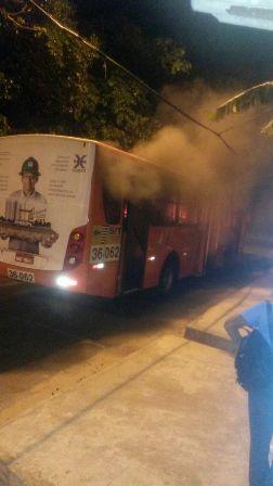 Ônibus incendiado no Recanto dos Vinhais
