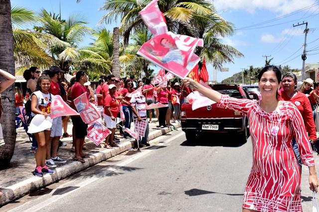 Primeira-dama, Camila Holanda, comandou animado adesivaço na orla marítima de São Luís