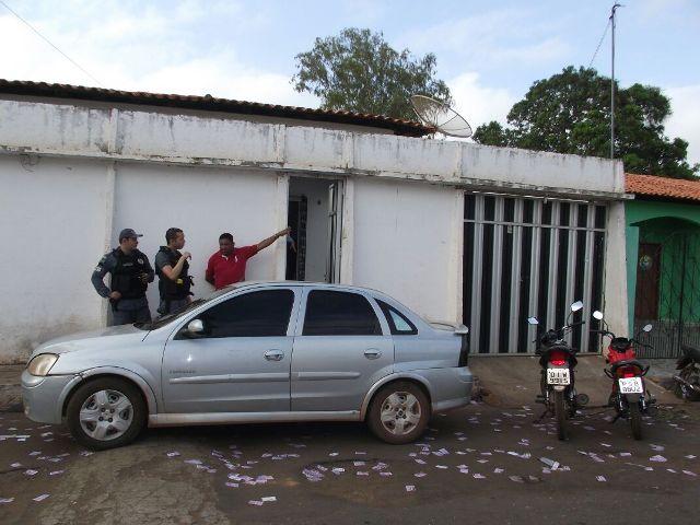 Policias militares foram à casa do prefeito apurar as primeiras informações sobre o atentado