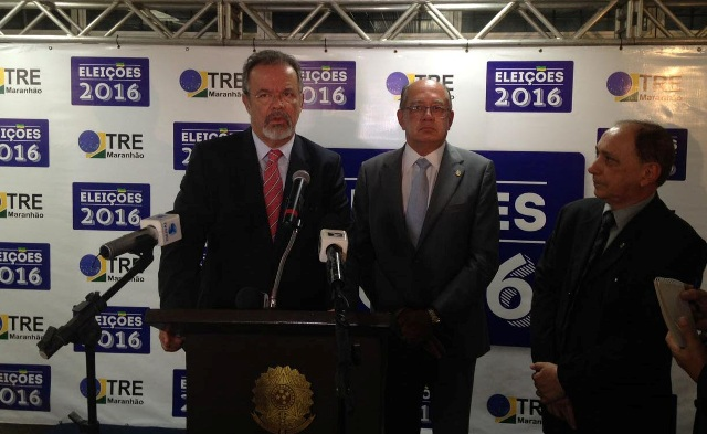 Presidente do TSE, Raul Jungman, com o ministro do STF Gilmar Mendes e o presidente do TRE-MA, desembargador Lourival Serejo