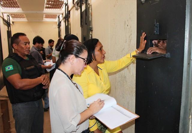 Juíza Ana Maria Almeida Vieira entregou a 269 apenados os cálculos de penas, concessão de remição, livramento condicional, progressão de regime e respostas de solicitações feitas em visitas da magistrada às unidades prisionais