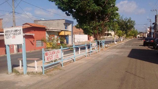 Após vários anos, lixão deu lugar a praça, construída por meio de mutirão no canteiro central da Avenida Luiz Rocha