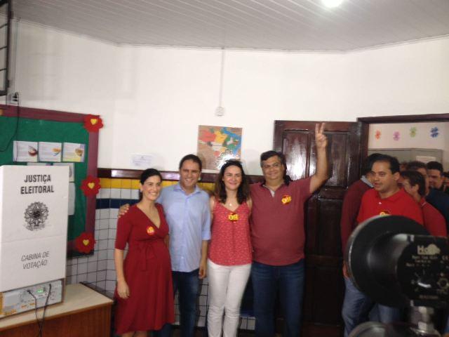 Edivaldo votou acompanhado da esposa, do governador Flávio Dino e outros aliados