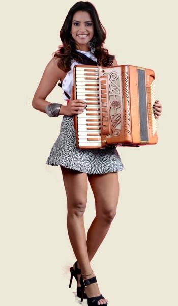 Além de atriz, Lucy Alves tem talento musical reconhecido