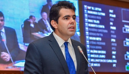 Adriano ressaltou que a PGE sustentou por dois períodos eleitorais uma investigação cujo arquivamento já havia sido recomendado pela PF duas vezes