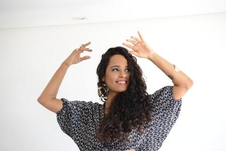 Carla Visi tornou-se vocalista da banda Cheiro de Amor em 1996