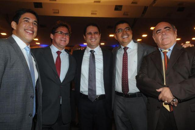 Vereadores Osmar Filho e Astro de Ogum com o vice-prefeito Júlio Pinheiro, o prefeito Edivaldo Holanda Júnior e o deputado Bira do Pindaré