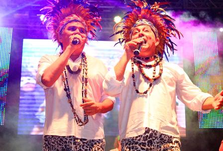 Cantores Roberto Brandão e Inácio Pinheiro comandam os vocais do Bicho Terra