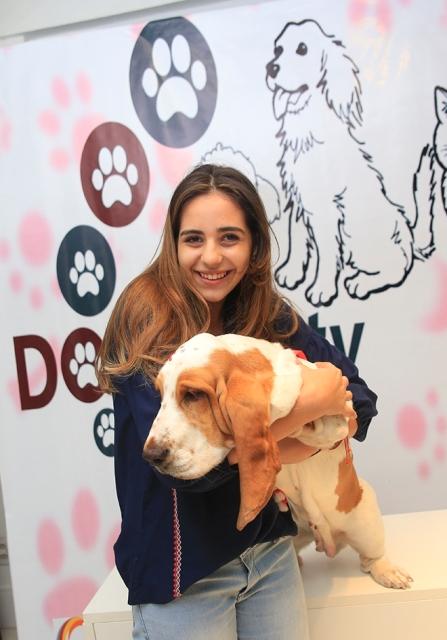 Amanda e sua cadela basset hound, Fiona