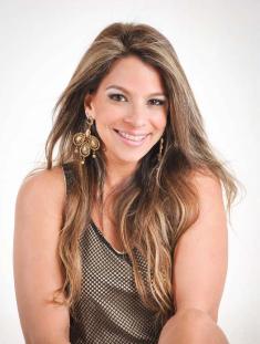 Cantora Fabrícia também animará virada do ano na Casa das Dunas