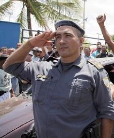 Ascensão do major Brandão na carreira militar tem sido barrada