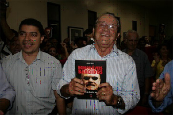 Ao lado de Bira do Pindaré, o ex-governador José Reinaldo Tavares no lançamento do livro de Palmério Dória em São Luís