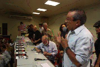 O ex-governador José Reinaldo Tavares discursa na cerimônia de lançamento do livro de Palmério Dória em São Luís