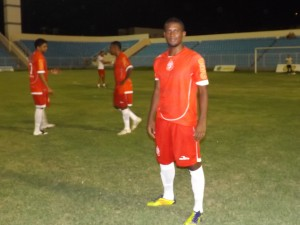 Lateral esquerdo Edson (Foto/M. Rodrigues)