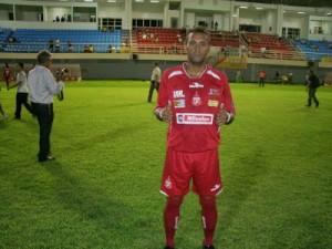 Atacante Toninho lamentou a derrota (foto/Carloto Jr.)