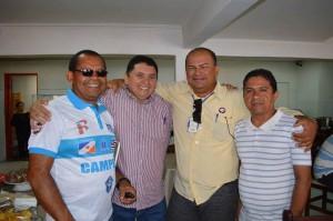 João Maurício ladeado por Carlos Dantas, Itamar e Serginho (foto/Maurício)