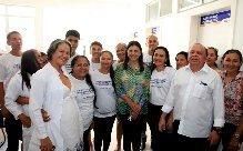 Governadora Roseana com equipe de saúde em Vila Nova dos Martírios (Foto/Divulgação)