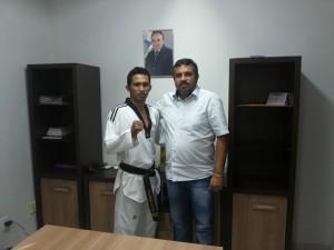 Atleta Evandro e o secretário Saulo Dino (Foto/Carloto Jr.)
