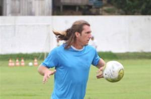 Zagueiro Clayton He-man liberado pelo DM (Foto/Arquivo)