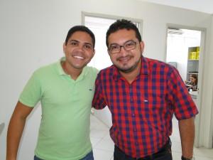 Gustavo Bastos e professor Fabrício Ferreira durante a festa