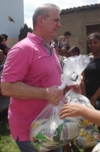 Sérgio Frota durante entrega dedonativos
