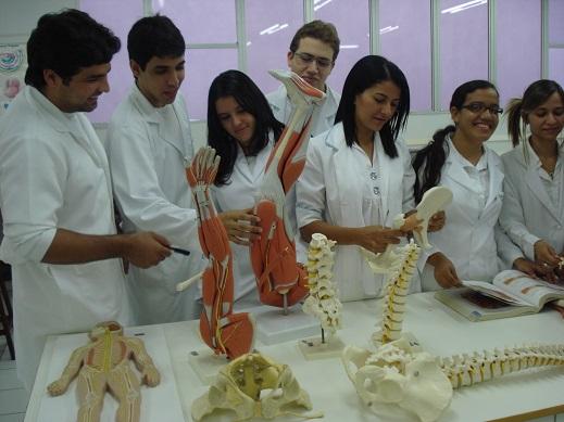 Laboratório do Curso de Medicina, que avaliado com conceito 3 de uma escala de 1 a 5 do MEC.