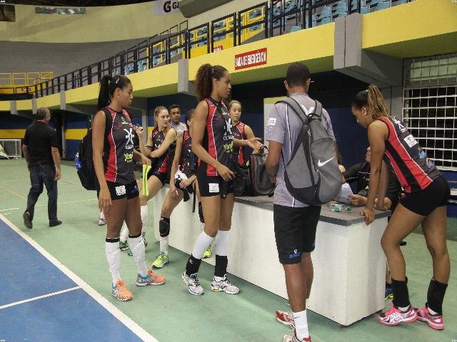 Foto: De Jesus; jogadoras do Maranhão Vôlei sem treinar por causa de problemas com a quadra