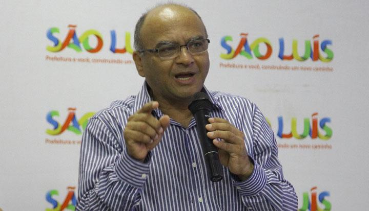 O secretário Francisco Gonçalves conseguiu emplacar a mulher em um cargo público, coisa que condenava quando era professor da UFMA