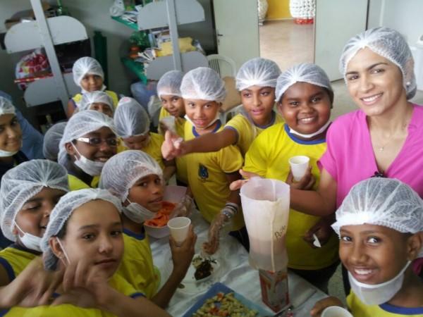 up_ag_8440_criancas_aprendendo_o_preparo_de_receitas_nutritivas__2