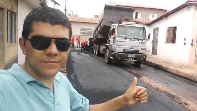 O coordenador da Cidade Operária, Ciro Nolasco, acompanhando de perto as obras