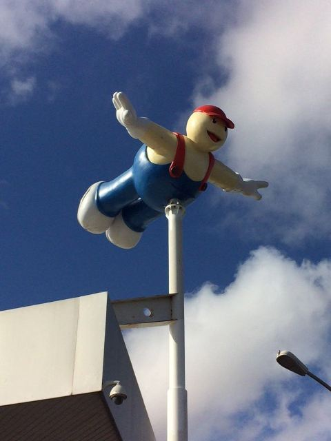 DIVULGAÇÃO: Já faz sucesso novo boneco gigante Potiboy, que acaba de ser instalado nas Lojas do Grupo Potiguar da Forquilha e do Cohafuma.