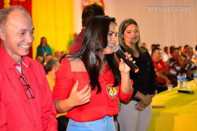 Deputada Ana do Gás em Esperantinópolis na convenção que homologou o nome de Aluisinho do Posto e Dr. Rogério para disputar as eleições.