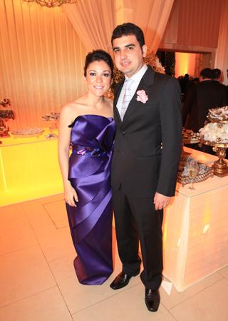 Marta e Thiago carvalho, no casamento do irmão dele, no fim de julho. Foto: Marcus Studio.