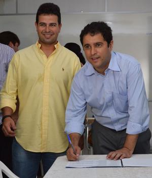 Gil Cutrim e Edivaldo Jr durante a eleição da FAMEM (Foto: Maurício Alexandre).