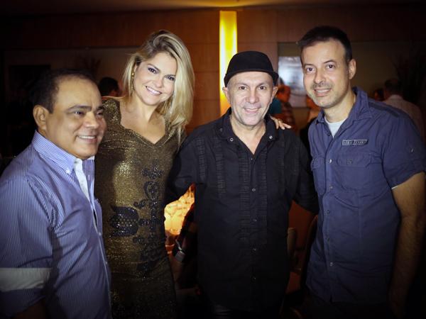 Nedilson Machado, o grande anfitrião do fim de semana, com Camila Fonseca , Edílson Ferreira e Felipe Lessa. / Foto: Marcus Studio