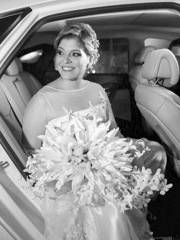 Com sorriso luminoso sempre estampado (sua marca registrada!), Marcelle Gonçalves foi a noiva do casamento mais badalado da temporada.