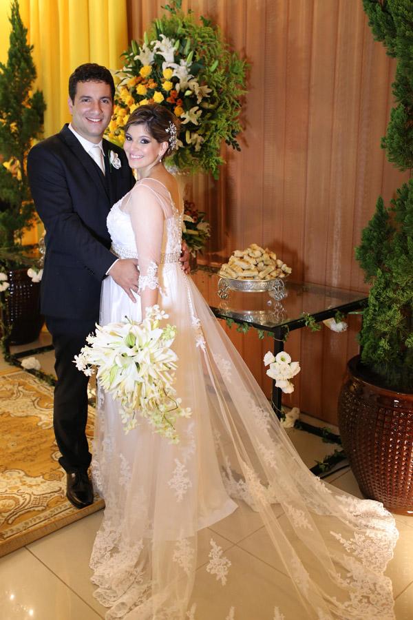 Bem-casados. Danilo Fonseca Alves e Marcelle Gonçalves, que aguardam a chegada do primeiro herdeiro.
